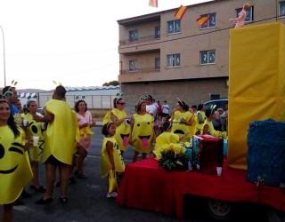 Divertido desfile de carrozas en la apertura de las Fiestas de Isso