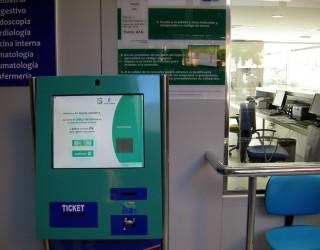 El Hospital de Hellín implanta con éxito un sistema informatizado de turnos y avisos (SITAS) para mejorar la atención al paciente