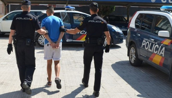 Seis jovenes hellineros detenidos por robo
