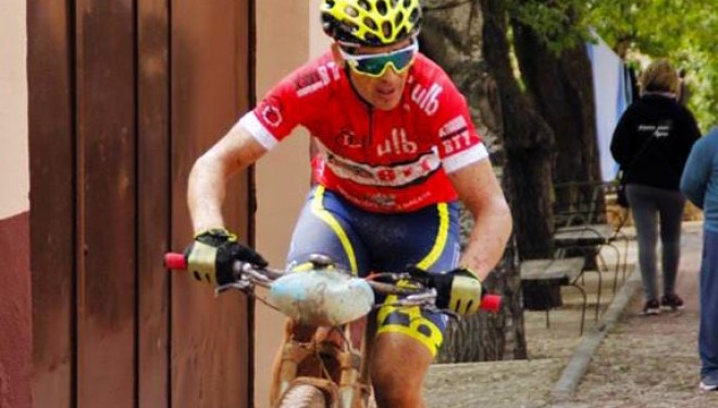 César Ruiz mantiene el liderato en Alcaraz con el tercer puesto