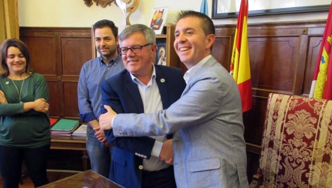 Firma de un convenio entre la Diputación y el Ayuntamiento