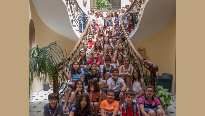 Los escolares de Hellín trasladan a Ramón García sus quejas por el mal estado de la ciudad
