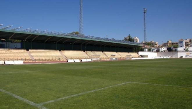 El terreno de juego del campo de Santa Ana será de césped artificial la próxima temporada