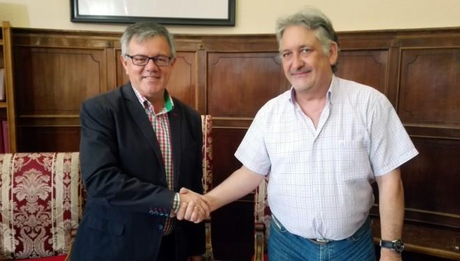 La Fundación Matilde Izquierdo firma un convenio para ceder al Ayuntamiento la zona ajardinada del aparcamiento de la calle Sol