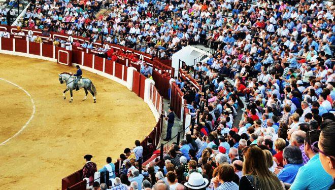 El Fandi y López Simón salieron a hombros en la corrida de Feria