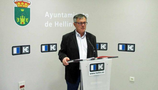 Ramón García alerta a la Asociación de Cofradías y Hermandades de la posibilidad de que la calle De Eras no sea escenario de las procesiones de Semana Santa