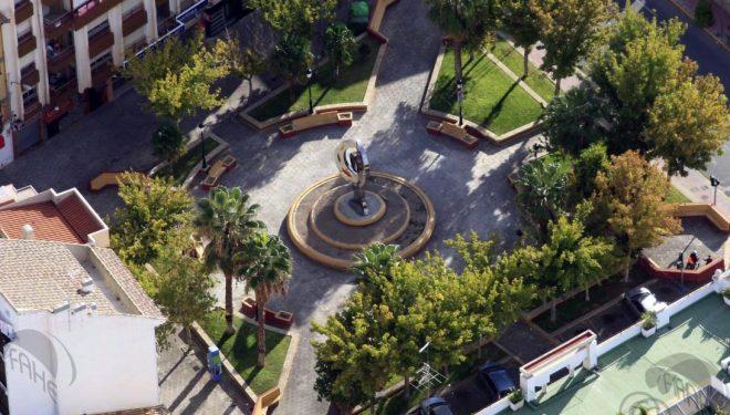 La plaza de Santa Ana escenario del mercado navideño de la Asociación de Artesanos