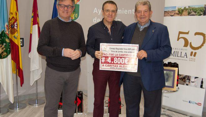 El Consejo Regulador de los Vinos de Jumilla entrega en Hellín 4.800 euros a Cáritas Albacete para financiar proyectos locales