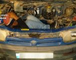 Un hellinero detenido en Almería por esconder a un extranjero en el motor de una furgoneta