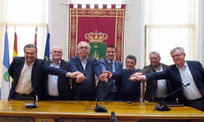 Firma acuerdo / EFDH.