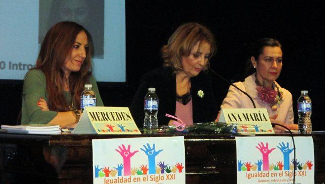 La Asociación de Mujeres Empresarias de Hellín (AMEDHE), llevó a cabo una charla coloquio sobre la igualdad de género