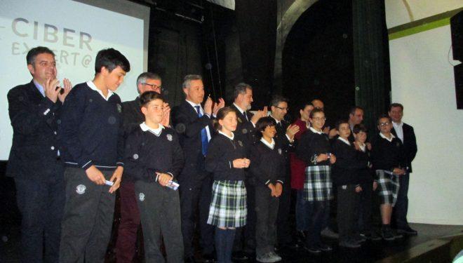 """130 alumnos de los colegios de Hellín recibieron el carnet de """"ciberexpertos"""""""