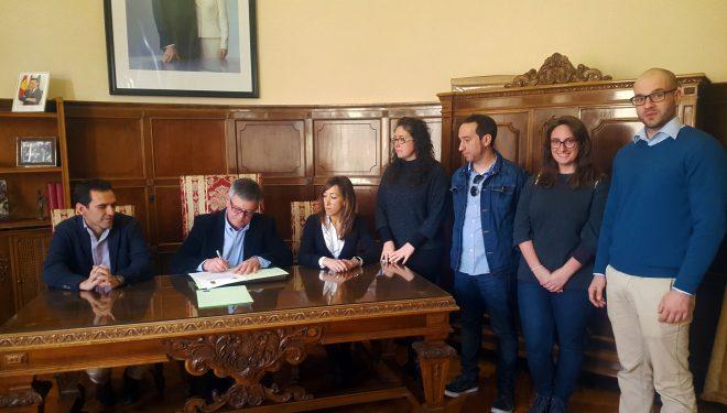El Ayuntamiento de Hellín y la UNED firma un convenio de colaboración para la investigación de yacimientos prehistóricos