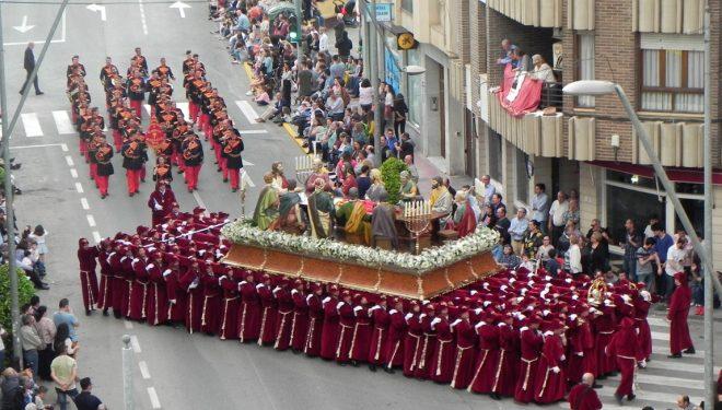 La Hermandad de la Santa Cena insiste sobre la imposibilidad de reducir las dimensiones de su actual trono