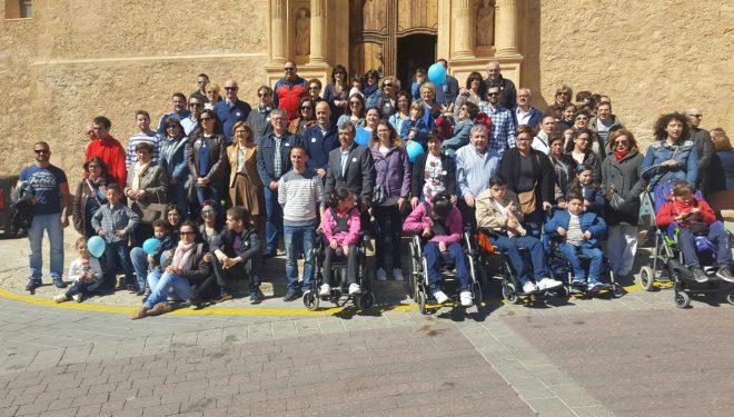 Suelta de globos y lectura del manifiesto como fin de los actos programados para conmemorar del Día Mundial del Autismo