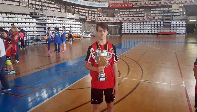 El jugador hellinero, Pascual Roldán, campeón de España Infantil de voleibol