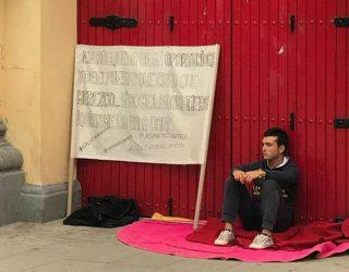 Un novillero hellinero se declara  en huelga indefinida  de hambre, junto a la puerta de la plaza de toros de Albacete