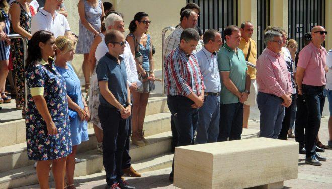 Emotivos minutos de silencio por las víctimas del trágico atentado de Barcelona