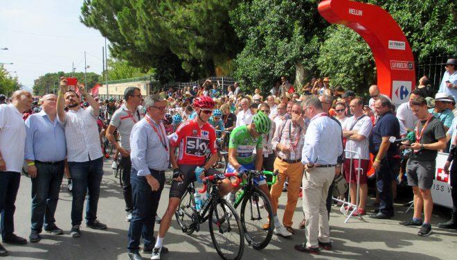 Enorme expectación en la salida de la etapa de la Vuelta a España