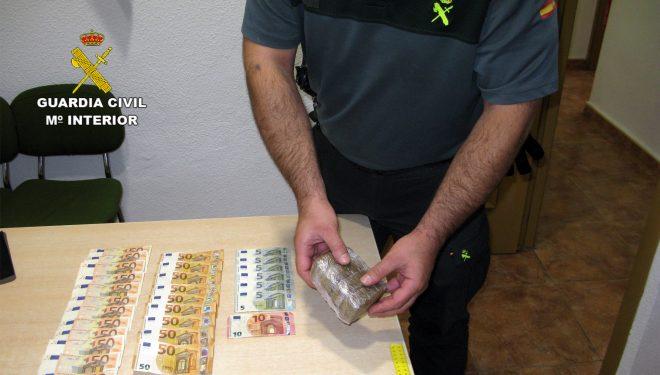 Dos hellineros detenidos en Jumilla por tráfico de drogas