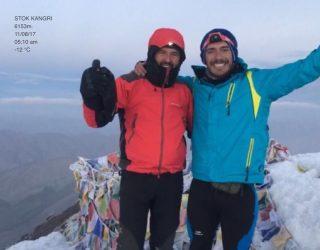 El Hellinero Alejandro Valenciano consigue escalar el pico Stok Kangri