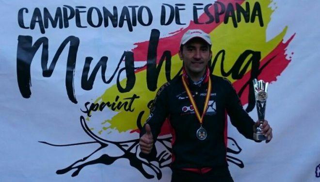 El hellinero Tomás Ruiz medalla de plata en el campeonato de Mushing
