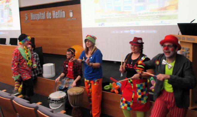 Payasos animando el acto/ EFDH.