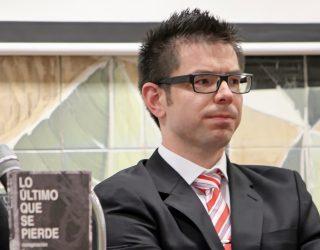 Álvaro Manuel Ibáñez presentador de la revista Redoble