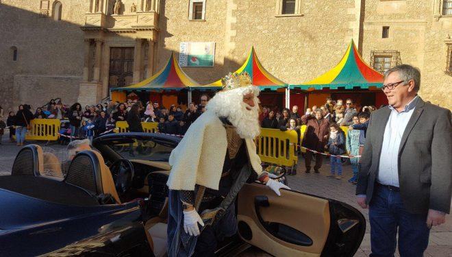 Gran actividad de los Reyes Magos visitando Hellín, entidades y pedanías