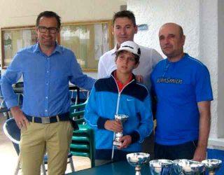Mario Ojeda medita presentarse a la relección como presidente del Club de Tenis