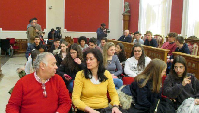 Alumnos del IES Cristóbal Lozano y Collyer´s Sixth de Horsham (Reino Unido), recibidos en el Ayuntamiento