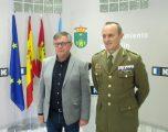 """El subdelegado de Defensa, en su visita a Hellín, calificó la carrera militar como """"romántica y de aventuras"""""""