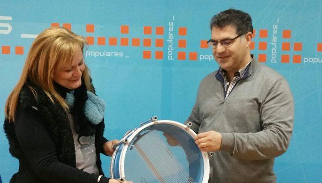 El PP dona un tambor a FLAMPAHE
