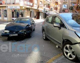 Choque de dos automóviles en la calle San Juan de Dios