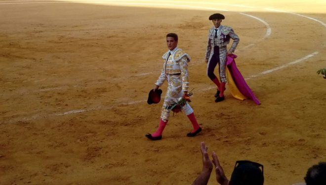 Diego Carretero salió a hombros en su alternativa en Alicante