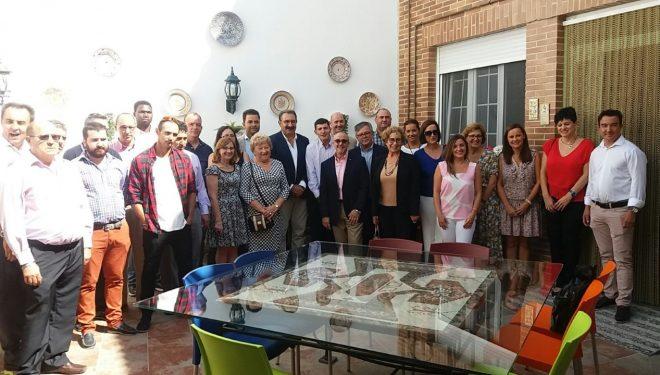 El consejero de Sanidad inaugura una vivienda tutelada en Hellín