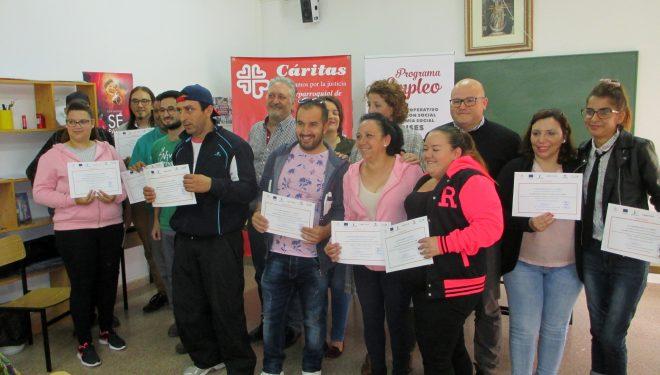 Entrega de diplomas a los 12 alumnos que han realizado el curso de Viveros