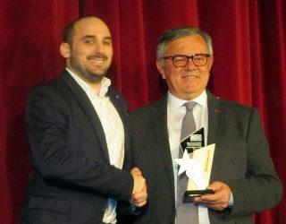Ángel Fernández recibe la Distinción al Mérito de las Artes Escénicas y Artísticas