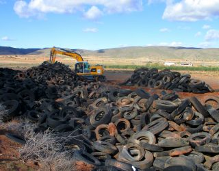 TRAGSA lleva a cabo la limpieza del vertido ilegal de neumáticos