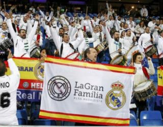 La Peña Madridista La Gran Familia dio la nota de color y sonido en el Bernabéu