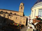 Plena actividad de los Reyes Magos que, tras visitar las instituciones, repartieron regalos en la Plaza de la Iglesia