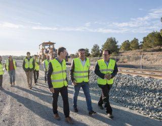 El delegado del Gobierno, Manuel González Ramos, visita las obras del tren híbrido en Hellín