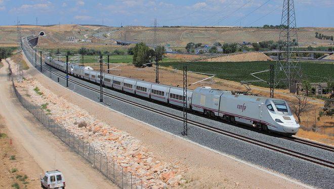 Renfe anuncia la parada del tren híbrido Alvia en Hellín