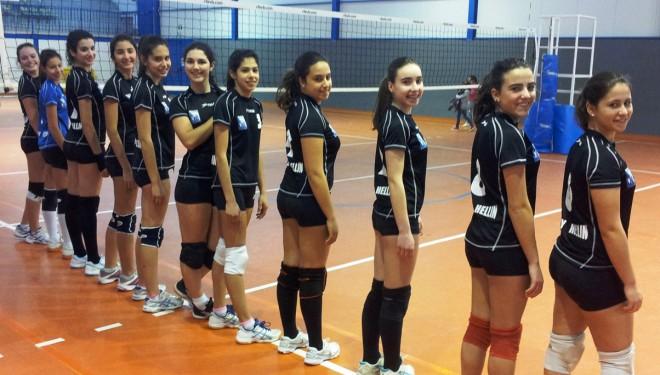 Las chicas del Voley Hellín vencen a las de Murcia