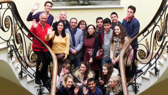 Los alumnos de un intercambio lingüístico cultural visitan el Ayuntamiento de Hellín