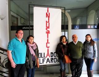 La familia Collados Muñoz lleva su protesta hasta los soportales del Ayuntamiento