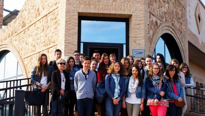 Un grupo de estudiantes franceses visitan las Pinturas Rupestres de Minateda