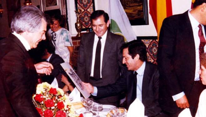 Moción para homenajear al fallecido presidente Adolfo Suárez