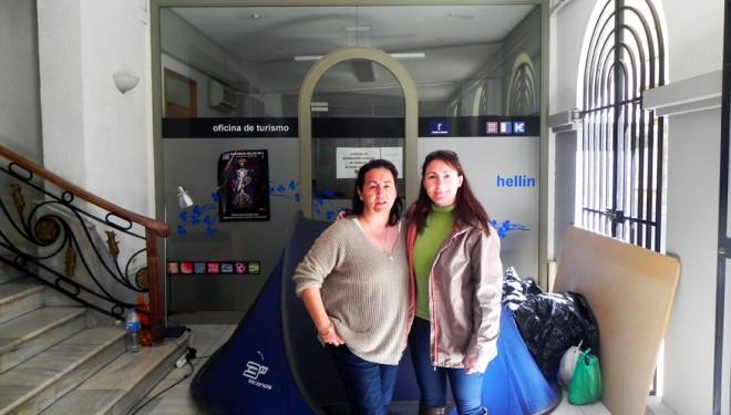 Aviso a la familia Collados-Muñoz para que abandonen los soportales de la Casa Consistorial