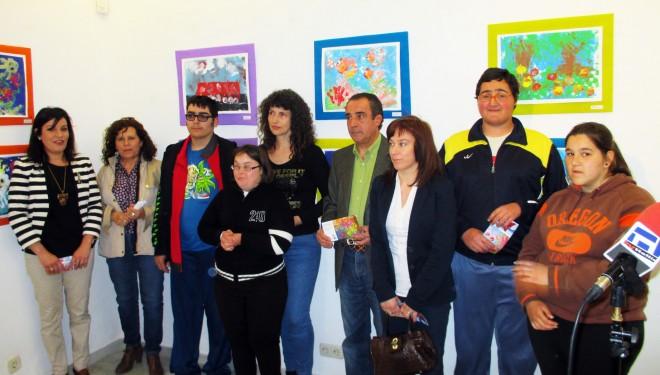 Inaugurada la exposición de pinturas de los alumnos del CEE Cruz de Mayo y Asociación  Desarrollo
